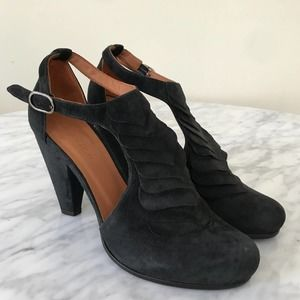 Coclico Black Suede Scalloped Heels Sandals 6